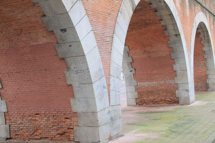 Built Structure Architecture Brick Wall Building Exterior No People Day Outdoors Aquaduct City Architecture_collection Taking Photos Hanging Out Enjoying Life Check This Out Urban Streetphotography Urban Landscape Street Photography Canal Bajo Canal Isabel Architecture Water