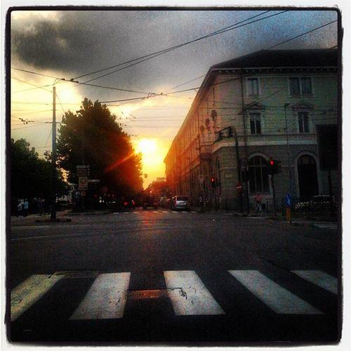 Cielo Igerstorino Torino Cielosutorino sunset tramonto rosso semaforo strisce strada urban