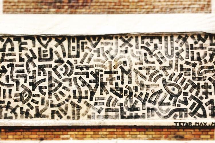 By #tetarnor5 #streetart #graffiti #graff #spray #bombing #sprayart #wall #calligraphy