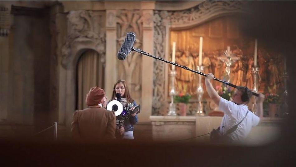 Clapper soundman life on set filmset behind the scenes buissnes woman Setlife knitterfisch Knitterfisch