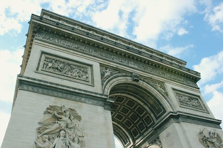 L'Arc de Triomphe. Paris. Paris L'arc De Triomphe Old Buildings Stone Giant Antike Check This Out Hello World Taking Photos Enjoying Life Beautiful EyeEm Gallery The Week Of Eyeem Clouds And Sky