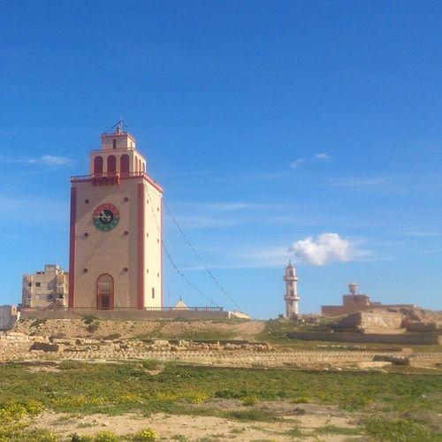 منارة بنغازي بعد عملية التشويه. Benghazi Lighthouse Libya Sky