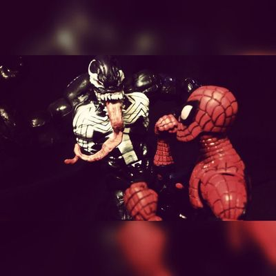 The time has come!! Venom Spideyverse Spidey Spiderman Peterparker Mattgargen Marvel Mcu GoodVsEvil Villians HERO Figureoftheday Marvellengends Collecting Figurecollecting Lovingit Fuckyea Geekingout Happynerd Fight Throwdown Spiderblood Amazingspiderman Manchild Hasbro