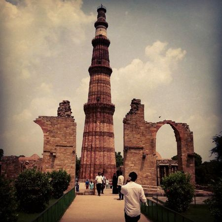 Kutubminar Indianbeauty Amezing Travelindia Travelbloggers CleanIndia Oldfort Redfort Oldfriends Beautiful Funtimes