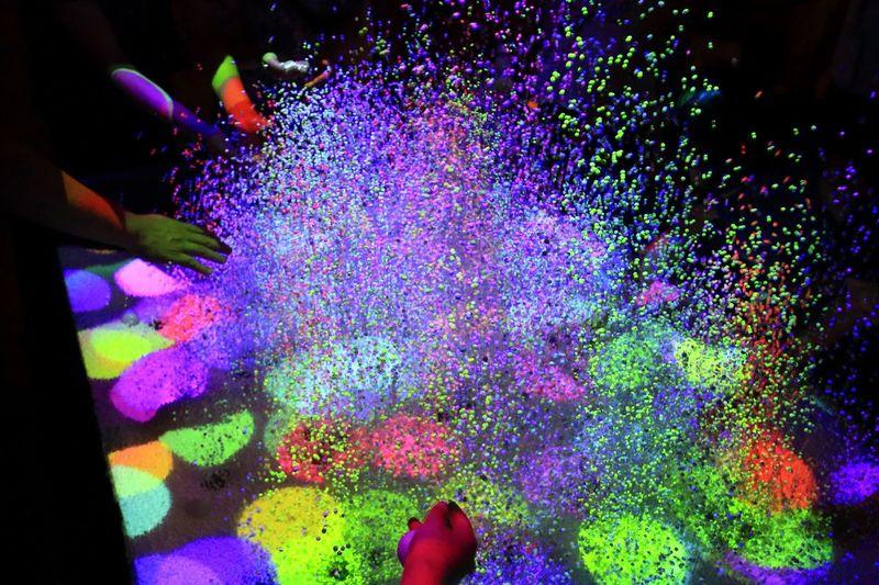 Art Title:『SplashDisplay/ 2012』 Produced: yasushi MATOBS/ shingo YAMANO/ taro TOKUI Collabo.; The Univ. of ElectroCommunications, Koike Lab. Majik Black Light Computer Art Human Body Part Human Hand Modern Art Multi Colored Playing Powder Paint Right Art