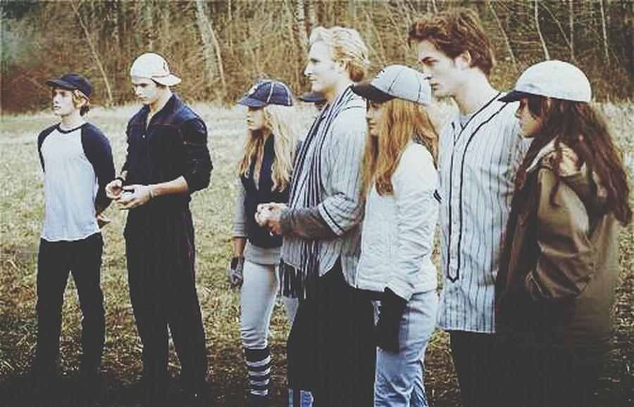 The Cullen&Bella Swan Baseball Scene Twilight Scene The Cullen Bella Swan ♡
