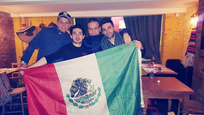 Friends Mexicanstyle Italianstyle Uk Happy People Enjoying Life Dayoff
