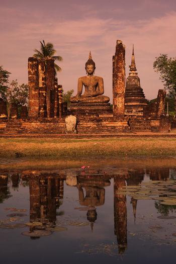 ASIA Southeastasia Thailand Sukhothai Temple Wat Ruin Landmark Old Sukhothai Mahathat Mahathat Temple Architacture Historical Park Phra Mahathat Wat Mahathat Landscape Nature