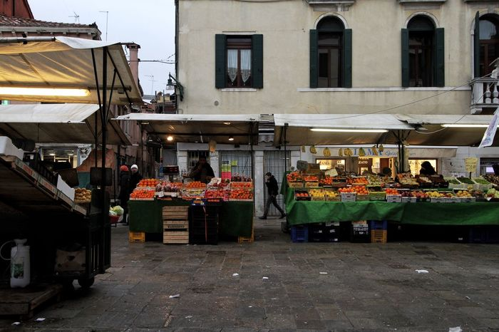 Fruit and vegetable market stall in the Rialto market, Venice, Italy. Food And Drink Market Market Stall Freshness Fruit And Vegetable Market Fruit And Vegetable Venice Italy Rialto Market