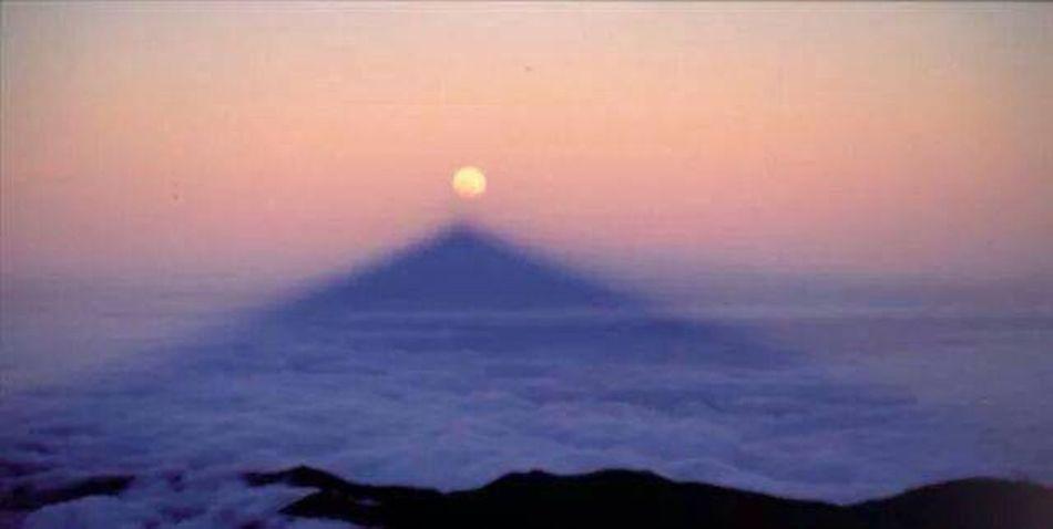 El Teide SanBorondón! la sombra del teide con luna llena