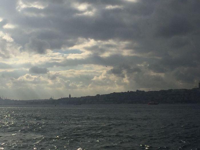 Istanbul Bosphorus Oktober Nonfilter Cloud - Sky Ship European Side Of Istanbul Uskudar