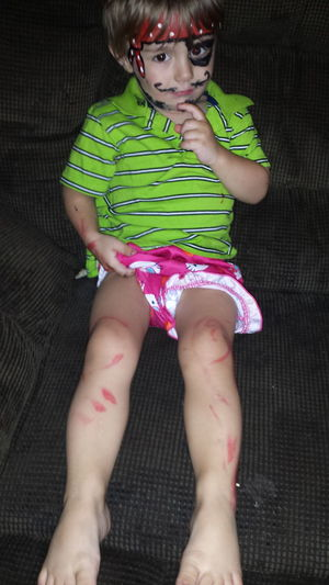 Tell the kids begged me to paint their faces I did and while I was doing Jake up they got into my makeup hence the red markings all over Gavins legs Mom Life Let Then Be Little Kidsdosomecrazythingsandthenwhentheygrowupyouhaveembrassingstorystotellaboutthem