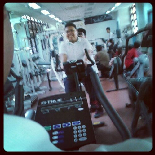 shamsul having a heck of a workout lol