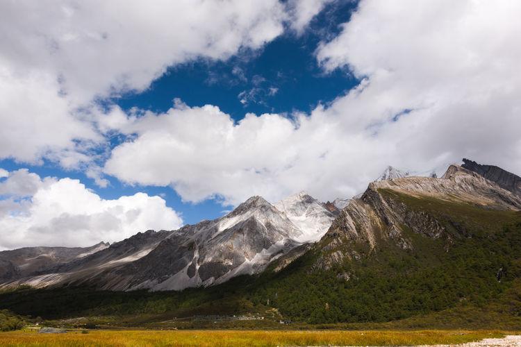 稻城·亚丁 EyeEm Selects Mountain Snow Rural Scene Tree Volcanic Landscape Sky Landscape Cloud - Sky Mountain Range Physical Geography Volcanic Activity The Traveler - 2018 EyeEm Awards