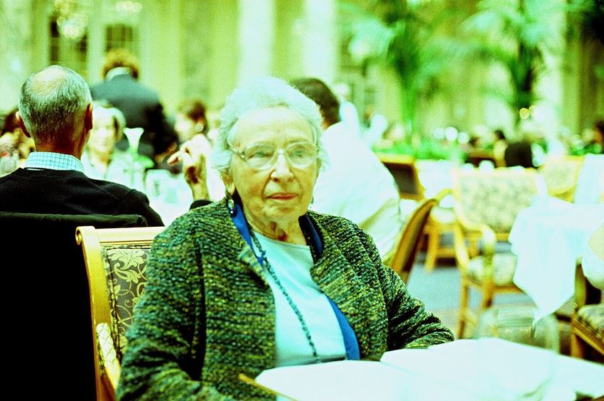 Film Sitting Real People Senior Adult Koduckgirl Lomo Xpro 100 Family Mother In Law Zenit122