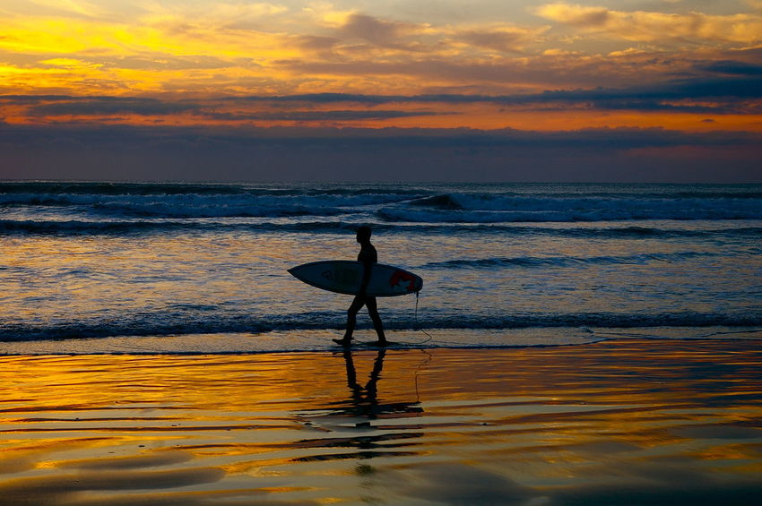 Balance Beach Beauty In Nature Cloud - Sky Extreme Sports Healthy Lifestyle Horizon Over Water Leisure Activity Lifestyles Nature One Person Outdoors Real People Scenics Sea Silhouette Skill  Sport Standing Sunset Surfing Water Wave サーフィン 夕方