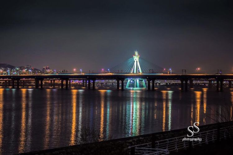 Night view of bridge in Seoul Jamsil Han River Park Bridge Seoul, Korea