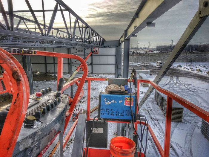 Workday Ironworkers Heavy Equipment Lift Structural HighDynamicRange Sterlingheights Michigan Vantage Point Of View Arial Shot Finding New Frontiers