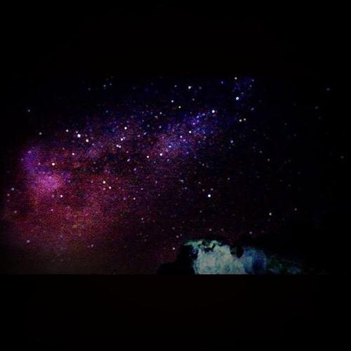 銀河是這樣煉成的 原來要從PS後製才會明顯..... 再來就是差在相機 你們看人家拍的很清楚的星雲 都是錢砸下來的😂😂😂 現在Nikon有出一台專門拍天文雲系的 -D810A,光單機身沒鏡頭一台就要價10萬!!!! 等我老了再來玩,哈哈~ 武嶺 銀河 合歡山 Galaxy Stars Sky Summer Panasoniclx7