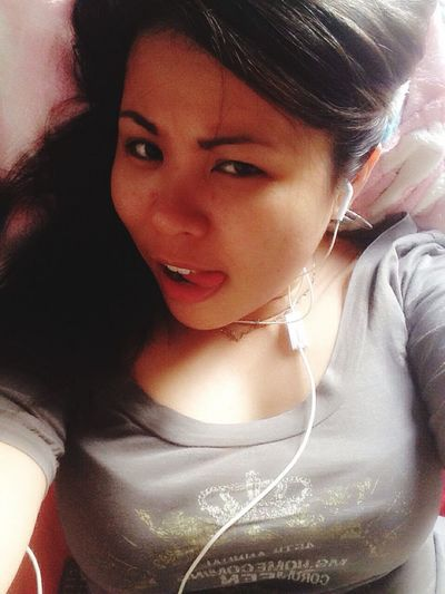 Hmmm. Morning Selfie Bareface Nomakeupson Feels Good It's Saturday Offday