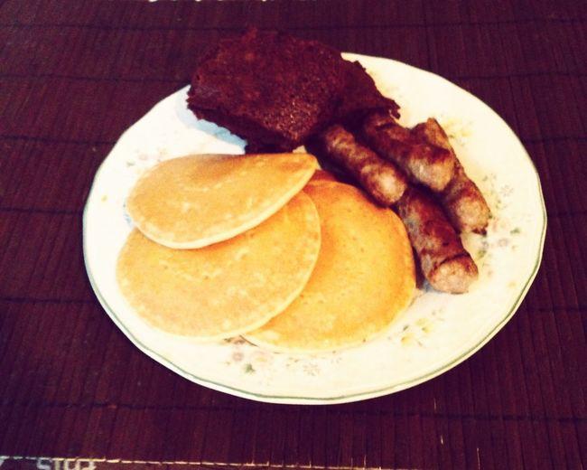 Who says u can't have breakfast & desert?? SWEEEET❤️ Weekend Yummy♡ Chocolate♡ Made Brownies  Pancakes Sausages Sweettoothcravings Choclate Breakfast Silver Dollar Pancakes ?