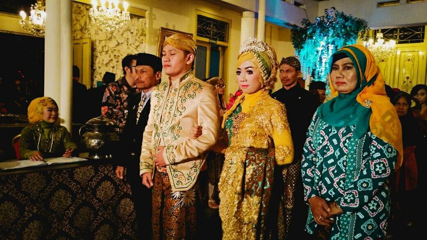 When two hearts have been met in legitimate relationship.💕 Wedding Wedding Photography Indonesian Javanese Culture Two Hearts Became One
