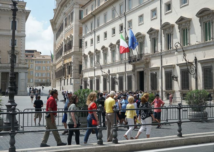 People walking in front of the main entrance to the Palazzo Chigi at the Piazza Colonna in Rome: Residence of the Italian Prime Minister Government Government Building Piazza Colonna Rome Rome Rome Italy🇮🇹 Rome, Italy Tourist Architecture Building Building Exterior Built Structure Crowd Day Flag Government Group Of People Italy Large Group Of People Outdoors Palazzo Chigi Piazza Colonna Real People Rome Italy Tourism Travel Destinations