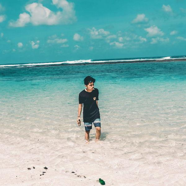 Jadikanlah hobimu menjadi sesuatu yang mengu tungkan bagi dirimu. #JustMe #landscape #nature #photography #photography #beach #beach #japanstyle #neverstopexploring #sonyalpha #sunset #sea #Bali Sea Full Length Water Beach Sand Standing Summer Tropical Climate Tree Men Island Lagoon