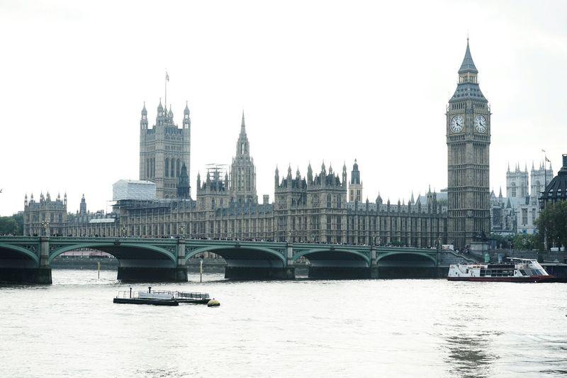 Tourist shot. Schiller_in_England Herrschiller Constantinschiller England A7ii Bigben