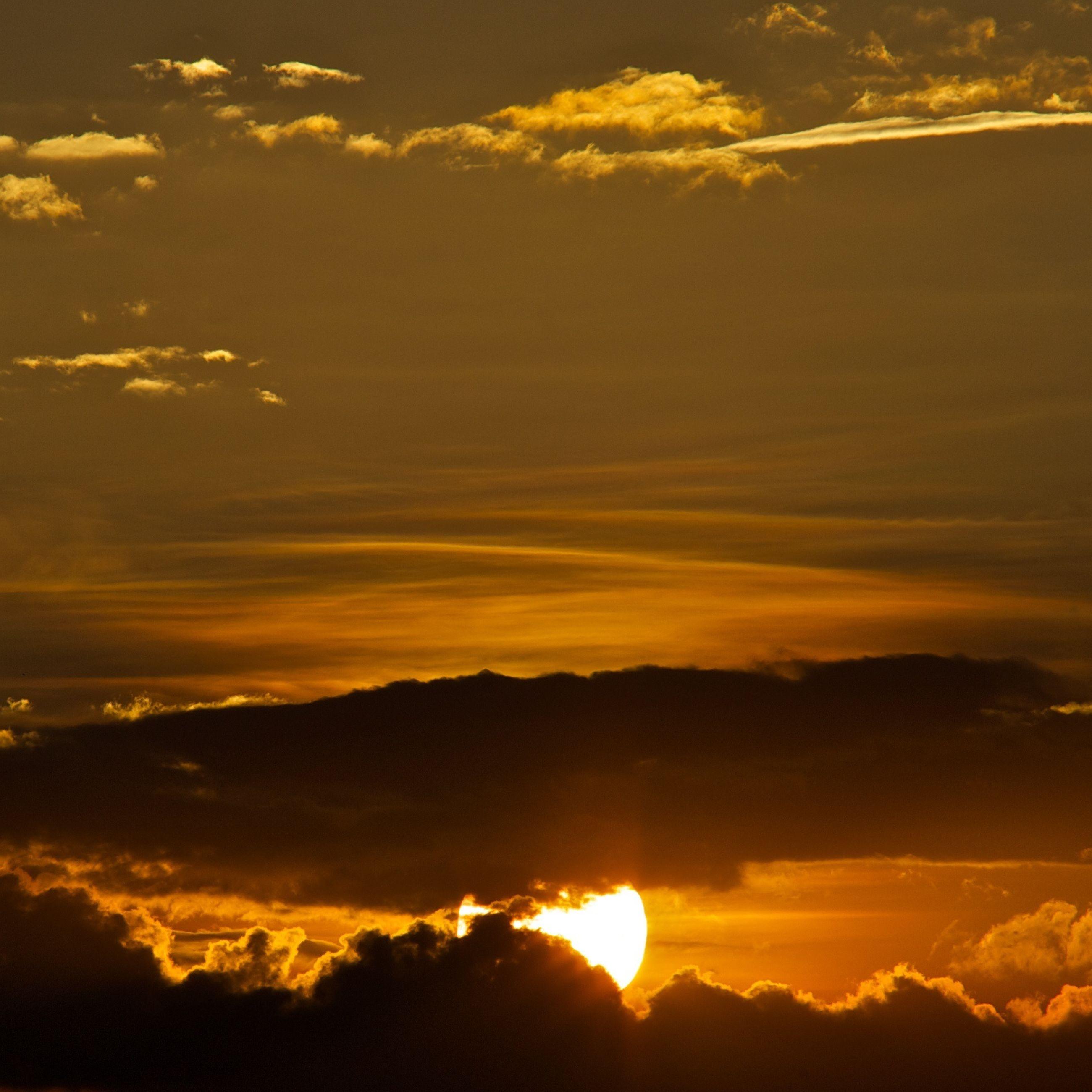sunset, scenics, orange color, beauty in nature, tranquil scene, sun, sky, tranquility, idyllic, cloud - sky, nature, silhouette, dramatic sky, sunlight, majestic, sunbeam, cloud, landscape, outdoors, mountain