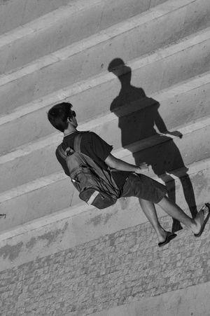 face to face & Visual Creativity Shadow Light Eyemphotography Eyem Best Shots Eyem Gallery Eyemgallery Best EyeEm Shot AWARD EyeEm Best Shots EyEmselect Shaddow And Light Shadows & Lights Shadows & Lights Shadows Walking Around Walking Walk Full Length Surfer Street Scene Long Shadow - Shadow Walkway
