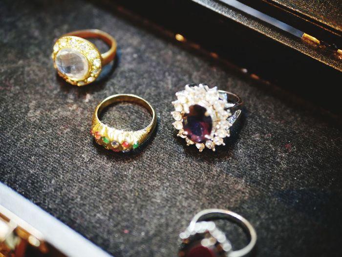 Table Close-up Cupcake Diamond Ring Wedding Ring Diamond - Gemstone Cupcake Holder Diya - Oil Lamp Engagement Engagement Ring Sprinkles Precious Gem Wedding Vows Oil Lamp Muffin Jewelry Box Ring Bracelet Pastry Jewelry