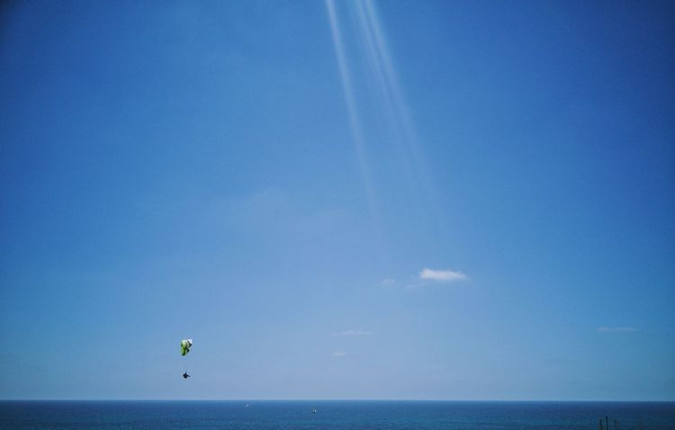 Horizon Over Water Blue Water Sky Leisure Activity Vacations Outdoors Flying Scenics Clear Sky Beauty In Nature Nature Parachute One Person Beach People Beach 😎 Summer EyeEm Team Sport Adventure Motion Lifestyles Sommergefühle The Week On EyeEm Breathing Space Perspectives On Nature Summer Exploratorium Surfboard