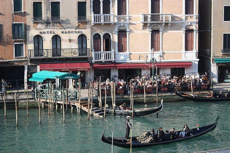 Veneza Quadrodeveneza Grandcanal Rialto Veneto Gondola Gondolaride Gondola Man Venetian Gondolas Venice