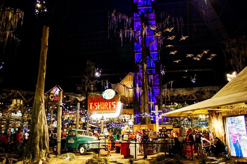 Bass Pro Shop at the Pyramid in Memphis is amazing!!! DesertBloomPhotography Canonphotography Thepyramid Memphis,tn BassProPyramid Amazing Architecture Check This Out Lovetoclick Enjoying Life Lovetotravel