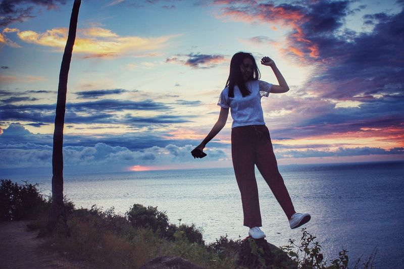 Sunset Sunset Cloud - Sky Sea Sky Beach Only Women Adult Human Body Part Full Length One Person Water Beauty Young Adult One Woman Only Standing Young Women Nature Horizon Over Water Women People