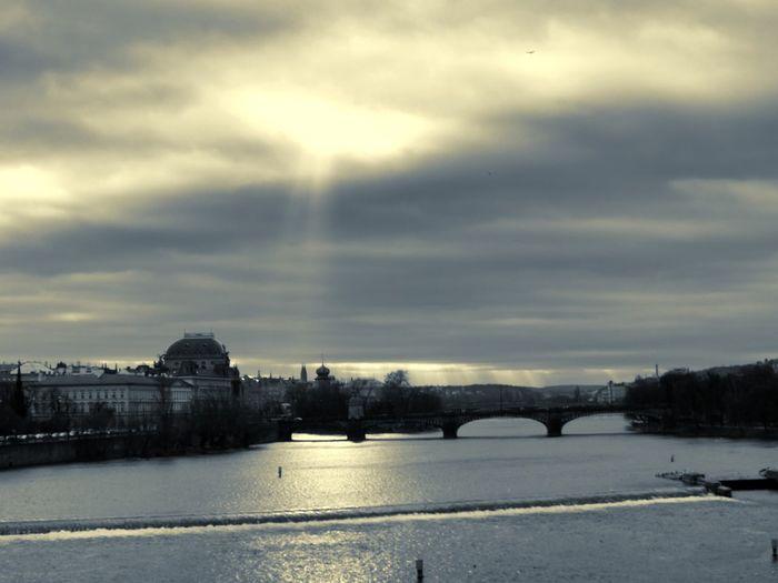 Midwinter Morning Vltava River Prague Praha Legion Bridge Riverside Bridge Waterfront Sky And Clouds Sunbeams Wier