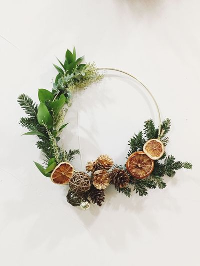 DIY modern wreath. Plant Happy Holidays! Merry Christmas Christmas Day Winter December Christmas Time DIY At Home DIY Wreath Wreath Christmas Wreath Christmas Decoration Quiet Moments Wreath Making DIY Diy Project
