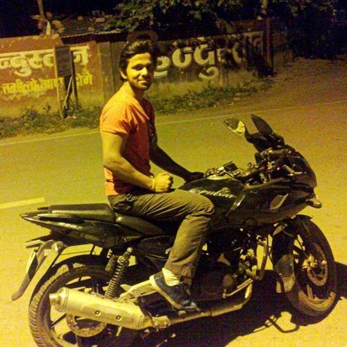 PALAT! Tera dhyaan kidhar hai, ye tera HERO idhar hai.. ;) Mainterahero MyLoveP220 Pulsar220 Meerut