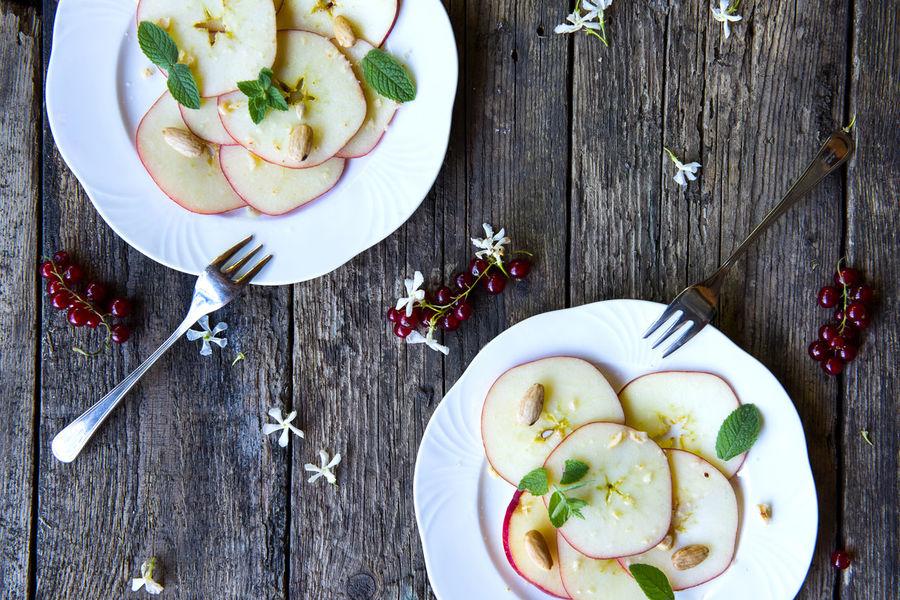 Apples Apples Breakfast Food Foodphotography Foodporn Kitchen Onthetable Rustic Wood
