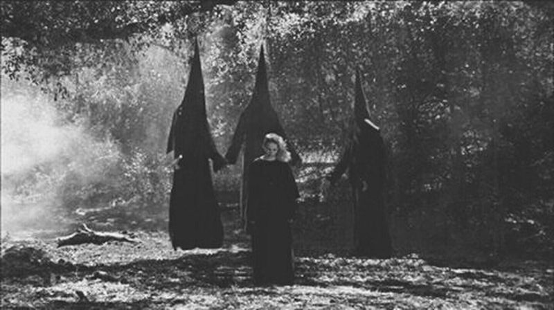 🔮We are the granddaughters of the witches you weren't able to burn🔥 Photo credits: American Horror Story Magick Witches Coven American Horror Story Black And White