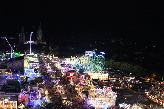 Momente In München Celebration Night Illuminated Amusement Park