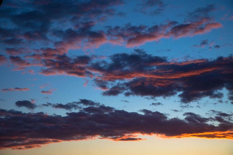 Fin del naranja, inicio del azul Cloud - Sky Sky Beauty In Nature Scenics - Nature Tranquility Sunset Nature Orange Color Cloudscape Blue Full Frame Dramatic Sky Meteorology
