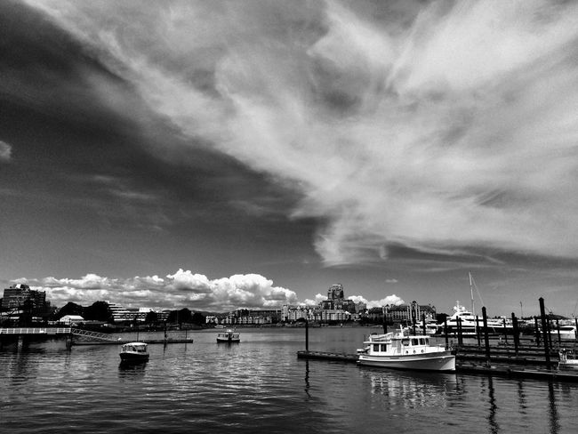 Clouds And Sky Eye4photography  The Minimals (less Edit Juxt Photography) Blackandwhite Nature On Your Doorstep Capturing Freedom Cityscapes Shades Of Grey