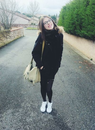 That's Me Girl 19 Years Winter Picture Frenchgirl Smile It's Me