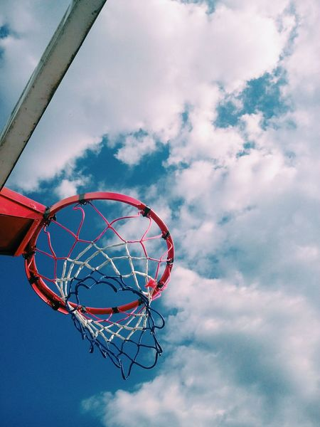 | 💥🏀 Passion 🏀💥 | #TBT 🔄 Photographie📷: My person. _____________._____________ #Photographie #Photographer #Skyes #Basketball #Colors Basketball - Sport Cloud - Sky Basketball Hoop