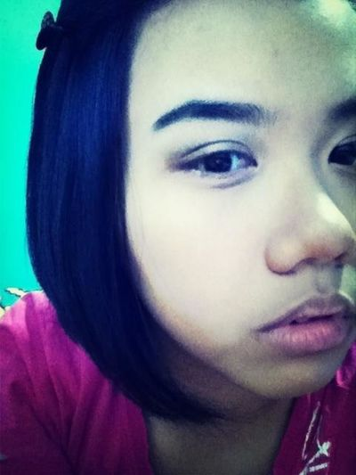 Drew my eyebrows & played around with eyeshadows ahahahaha what am i thinking