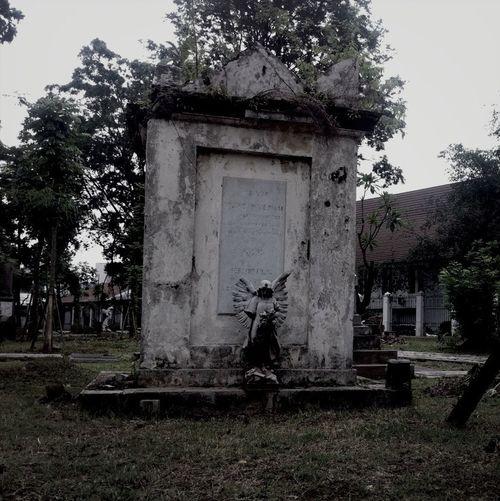 #graveyart #jakarta #museum #eLNemo #gravestone #angel #statue