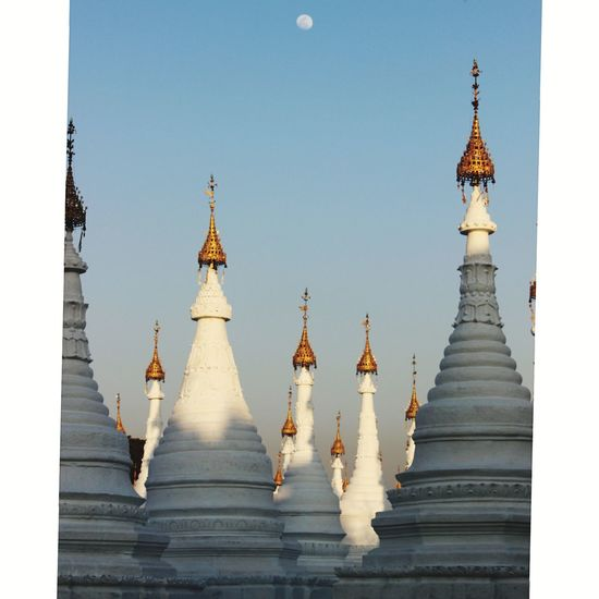 pagodas i Myanmar Pagoda Building Temple Budist Tempel Myanmarphotos Myanmar Mandalay Budism Sunset EyeEm Selects Religion Travel Destinations Spirituality Travel Landscape No People Ancient Architecture