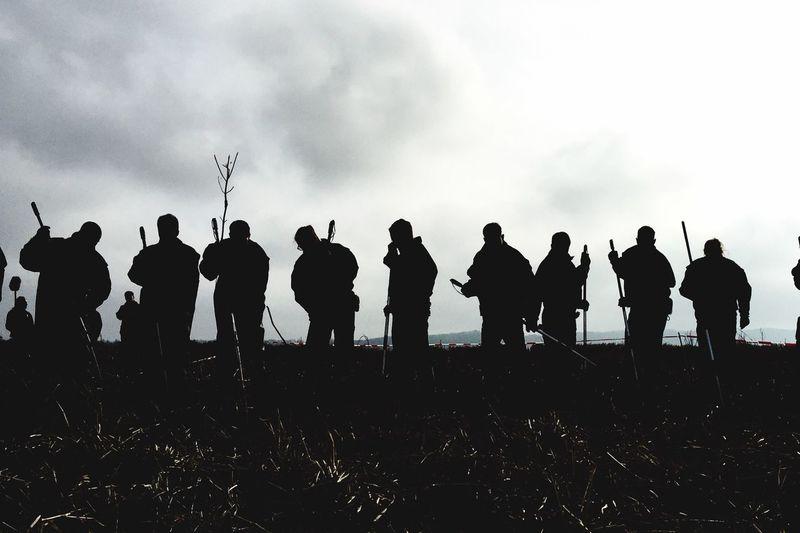 Suchkette Polizei Group Of People Sky Crowd Cloud - Sky Real People Large Group Of People Silhouette Men Lifestyles